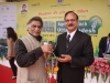 2-dr-rajanikant-giving-momento-to-cgm-nabard-lko-at-a-national-exhibition
