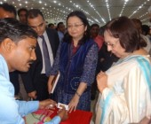 Varanasi artisan wih Hon'ble Cabinet Minister Ms.Nazma Heptullah in New Delhi Exhibition on USTTAD program 5-6 Oct.,2015