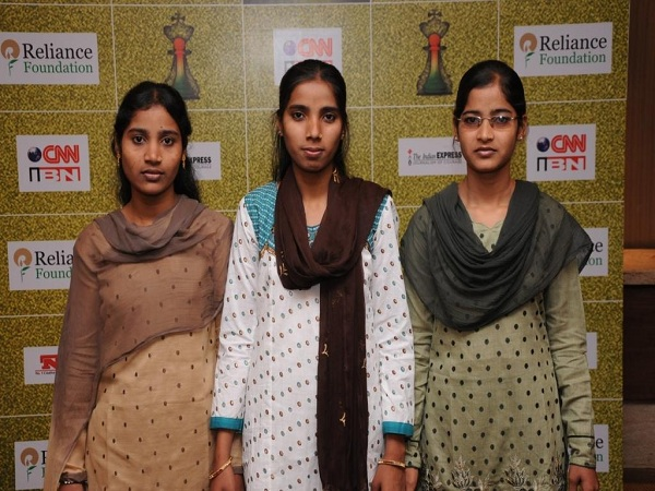 IBN-7_Real_Hero_Award_2012_to_the_3_Girls_who_are_running_a_Madarsa_since_last_3_yrs_with_the_facilitation_of_HWA1